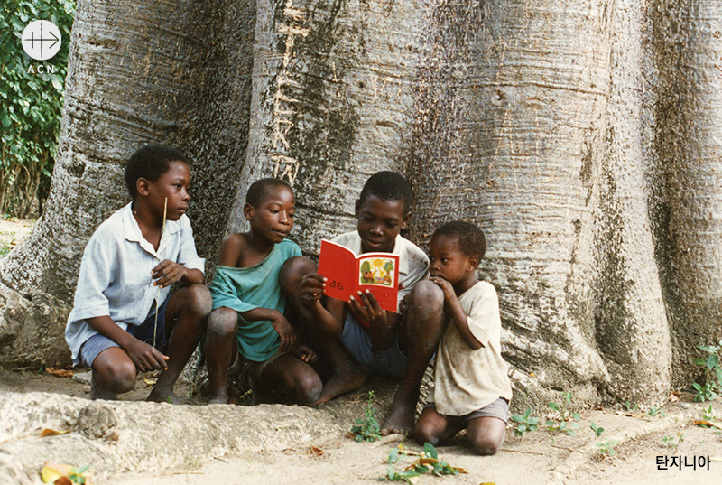 childs-bible-tanzania