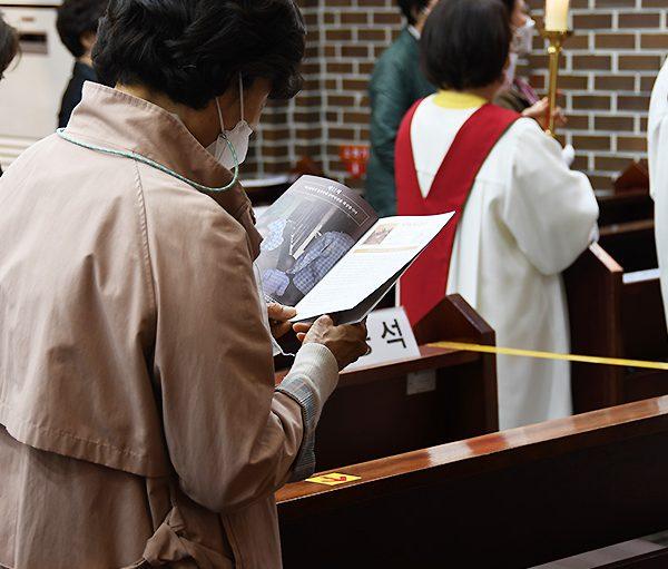 서울대교구 금호동성당 2021 성 금요일 십자가의 길 (출처=ACN 자료사진)