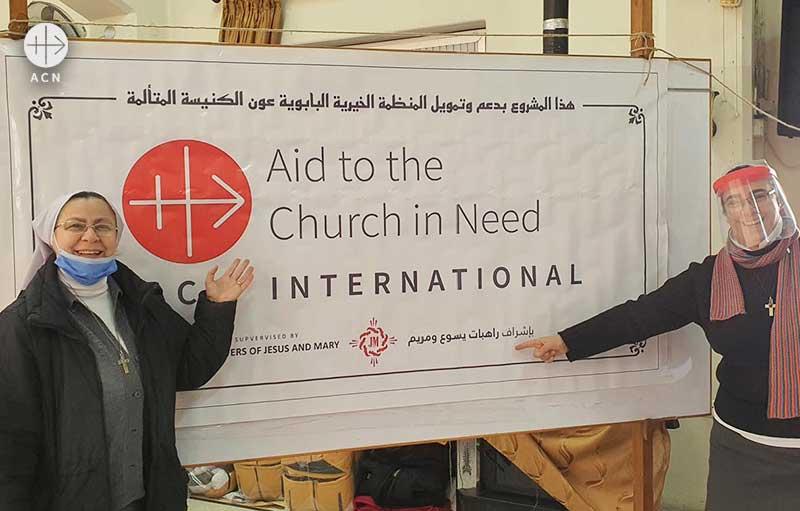 2020년 시리아 어린이들을 위한 성탄 선물 지원에 감사 인사와 사진을 전달한 알레포의 애니 수녀 (출처=ACN 자료사진)