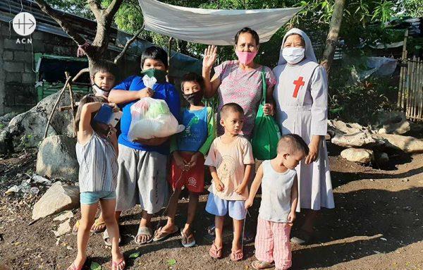 필리핀 안티폴로의 가밀로회 생계 지원. 수녀들은 또한 영양실조에 걸린 어린이들을 돕습니다. (출처=ACN 자료사진)