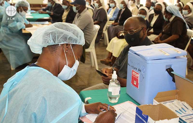 짐바브웨에서 백신 접종을 접수하는 모습 (출처=ACN 자료사진)